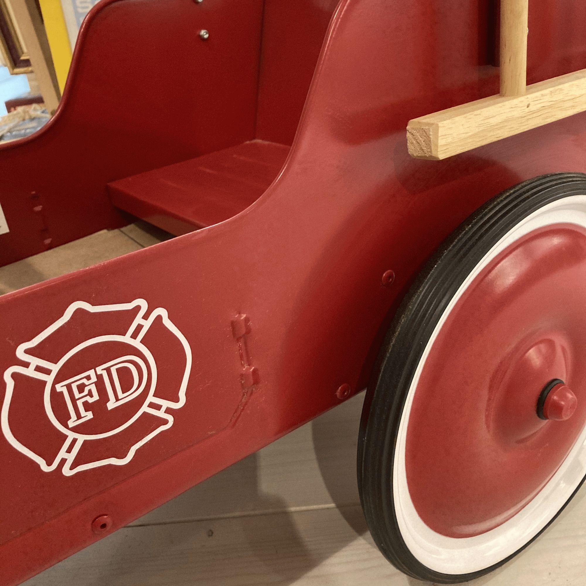 Coche pedales bomberos.